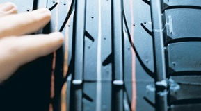 The picture shows a car tire with a prominent tyre tread.  The picture can also be used as an image in the global product campaign. Please contact branding@linde.com in case you would like to receive the related advertisement. Please check the Marketing Smart Templates for other Product Camapign advertisement.